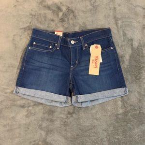 NWT, Levi's shorts, Size 27